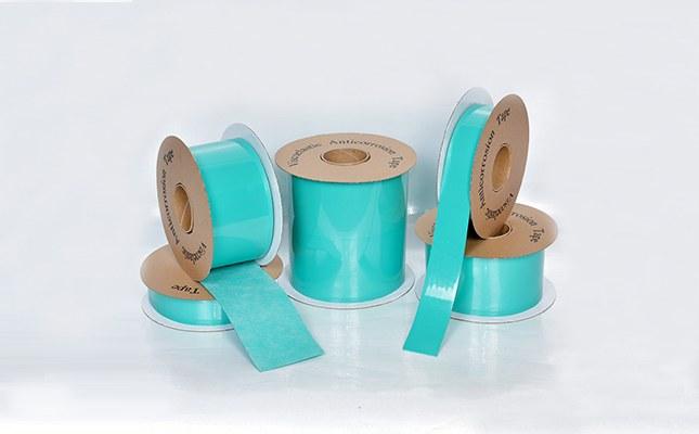 粘弹体胶带是一种新型冷缠防腐材料,具有良好的耐化学性和独特的长效防腐蚀性能。